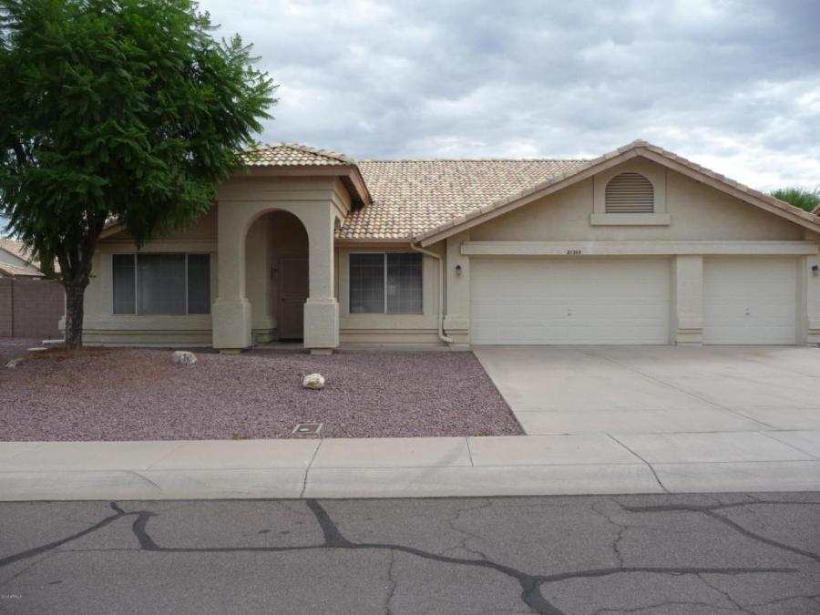 One of Sun City 3 Bedroom Single Story Homes for Sale